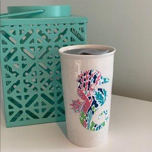 Lily print seahorse on ceramic travel mug